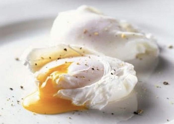 Микроволновка поможет сварить яйца.
