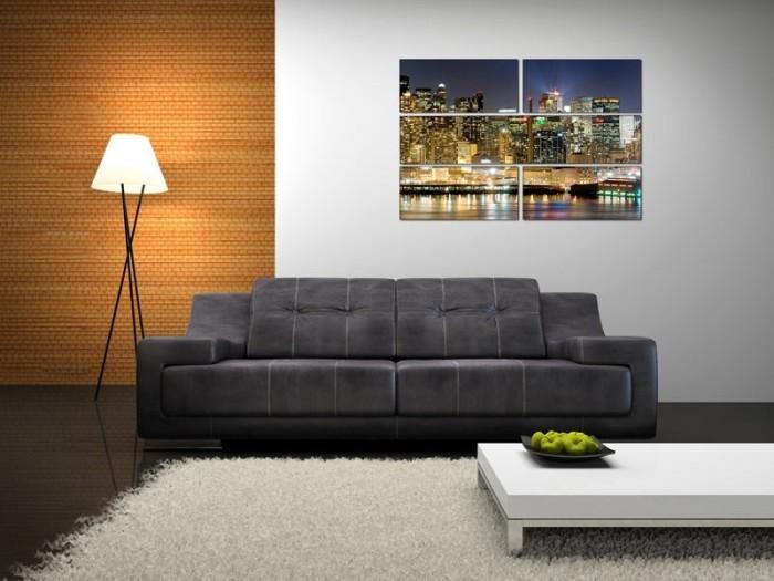 Нестандартная отделка стены над диваном.