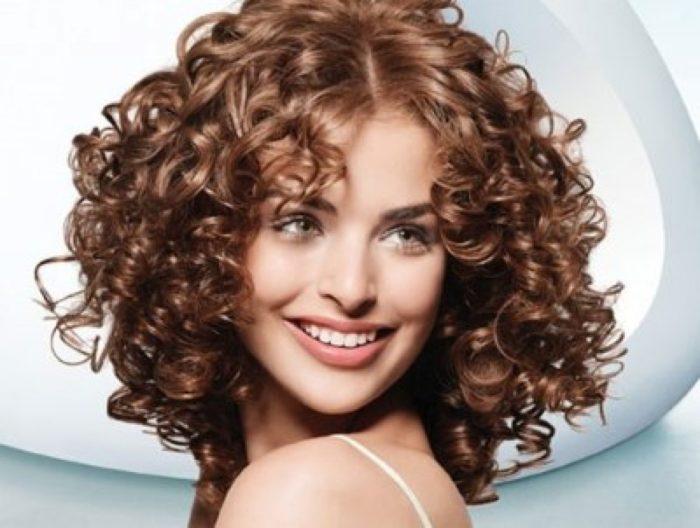 Как быстро придать объем волосам подручными средствами?