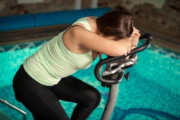 Похудеть На 10 Кг На Велотренажере. Тренировки на велотренажере для похудения. Система для сжигания жира для начинающих женщин и мужчин