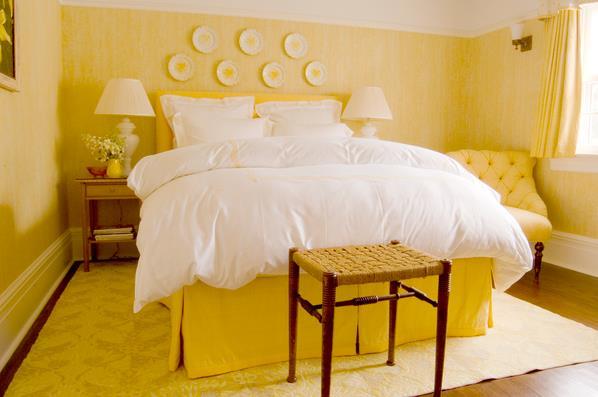 Роскошная спальня в жёлтых тонах
