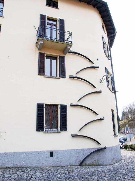 Лестницы для котов. | Фото: www.reddit.com.