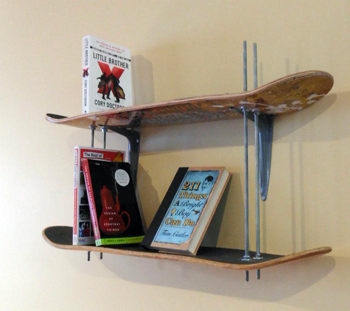 Книжные полки из скейтов.