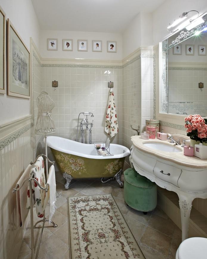 роспись ванной цветочным узором