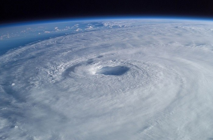 Глобальный ураган разрушит большинство городов.