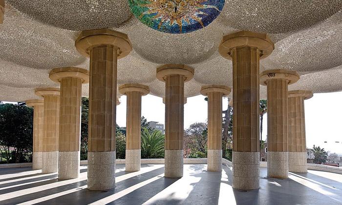Зал Сто колонн в парке Гуэля. Антонио Гауди. Техника тренкадис.