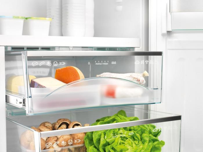 В холодильнике губка может сыграть решающую роль в сохранении свежести и вкуса. /Фото: hea.de