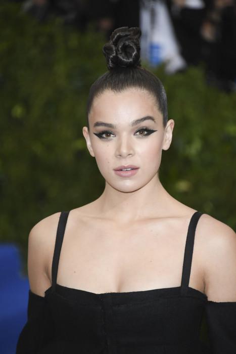 Американская актриса предпочла традиционный японский topknot.