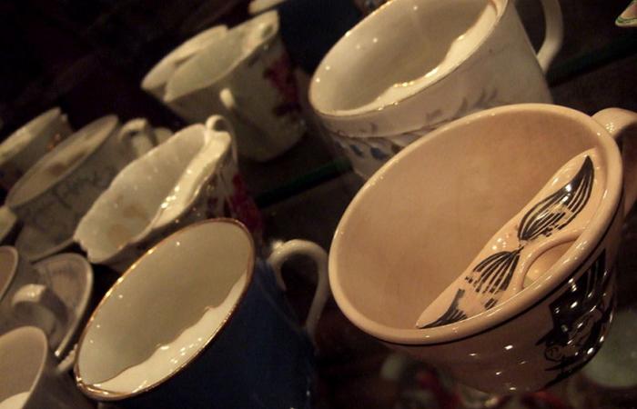 Причудливые чашки.