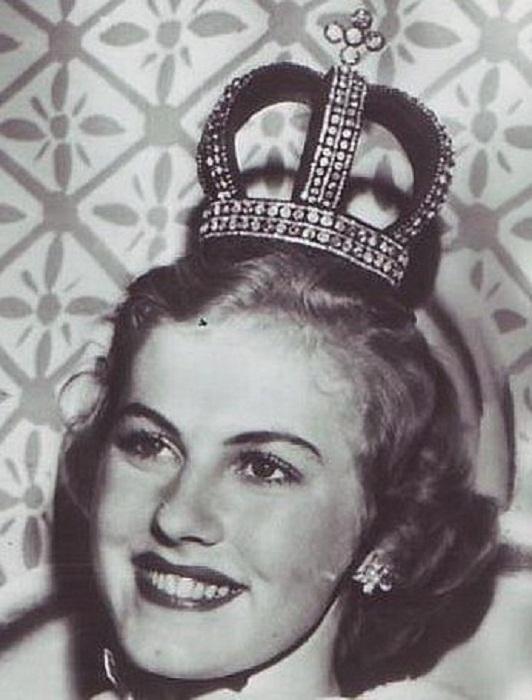 Арми Куусела, Финляндия. «Мисс Вселенная — 1952». 18 лет, 165 см