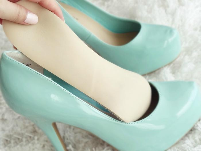 Великоватые туфли.