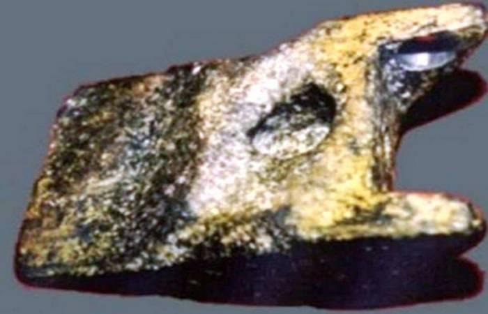 Неразгаданная тайна алюминиевого клина из Айюда.