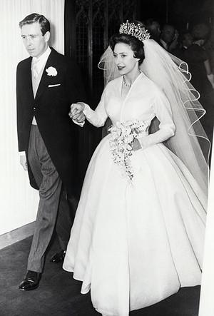 Фото №38 - 16 самых известных, красивых и дорогих свадебных платьев за всю историю