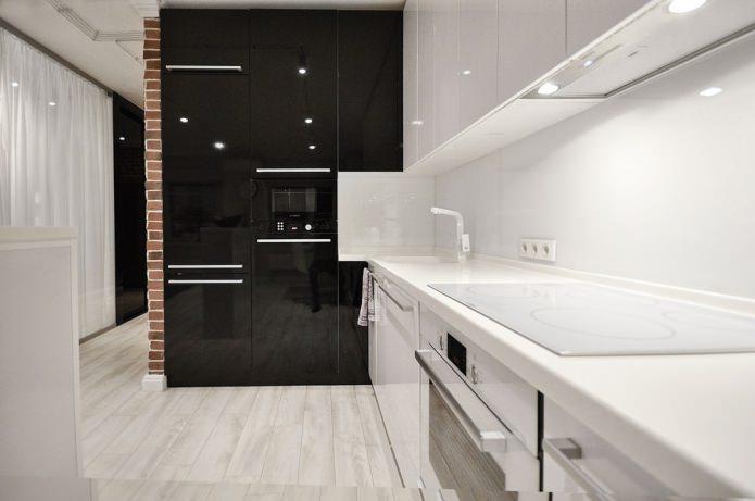 черно-белая глянцевая кухня