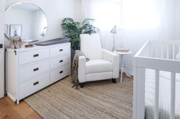 Светлая мебель - идеальное решение для детской.