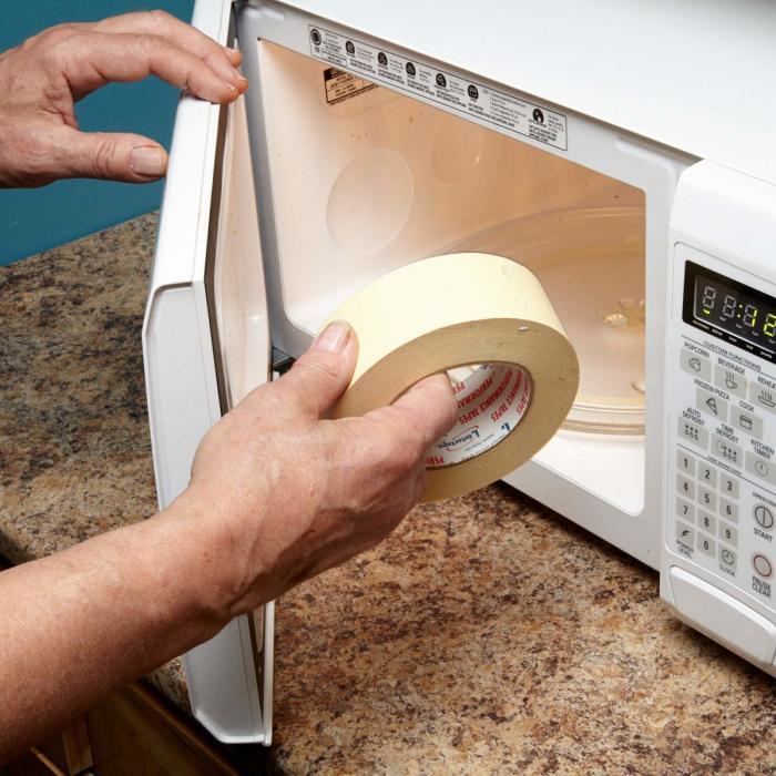 Микроволновая печь очень хороша для помощи при ремонте. /Фото: familyhandyman.com