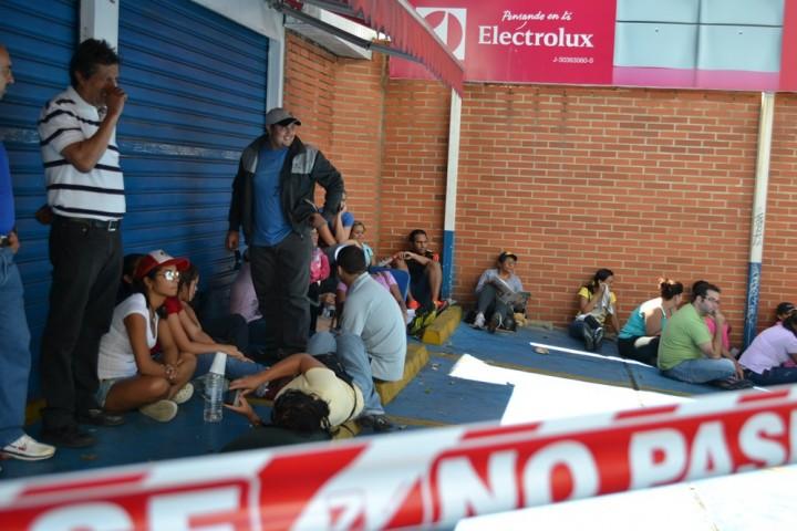 astjvg3 Социалистическая «оккупация» в Венесуэле: Армия захватила магазины и раздает товары почти бесплатно