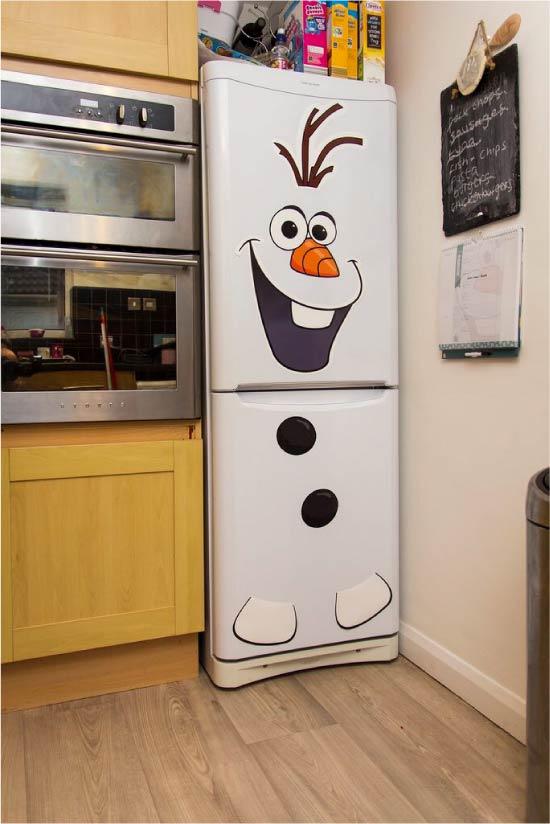 Холодильник с нарисованным снеговиком