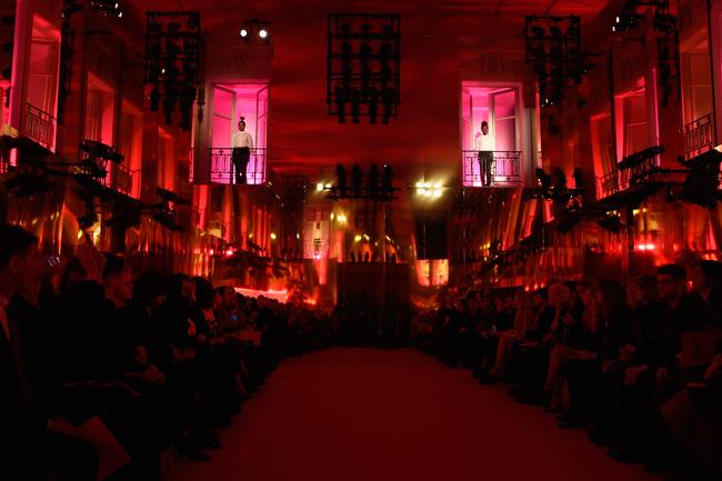 Декорации шоу Schiaparelli