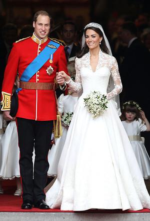 Фото №5 - 16 самых известных, красивых и дорогих свадебных платьев за всю историю