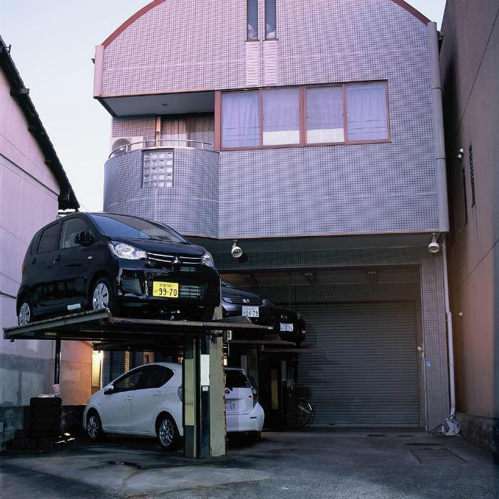 Многоуровневые парковки в Японии. | Фото: Coafuri.