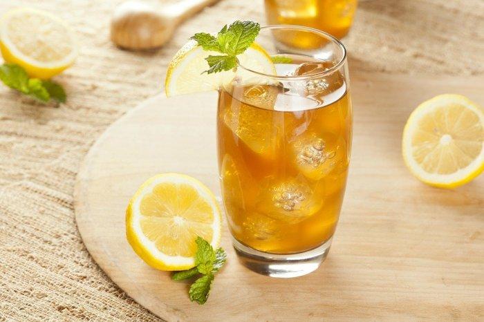 Холодный чай с содой, корицей и лимоном - отличный вариант для лета. / Фото: glamour.hu