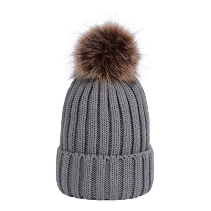 Помпон на шапке — популярный тренд и надежная защита. /Фото: sc02.alicdn.com