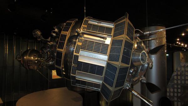 Автоматическая межпланетная станция Луна-3 (СССР, октябрь 1959 г.).