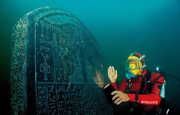 Плита с египетскими иероглифами.   Фото: thecultureconcept.com.