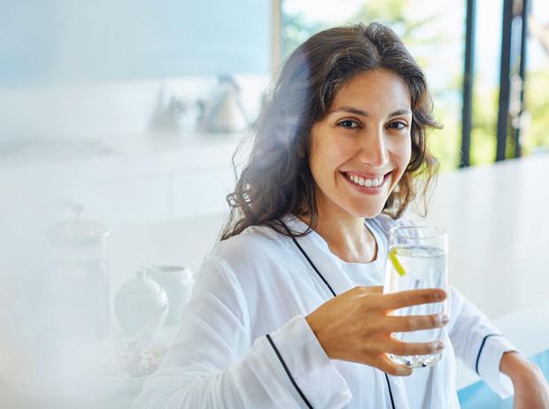 Фото №1 - 9 причин начать пить лимонную воду