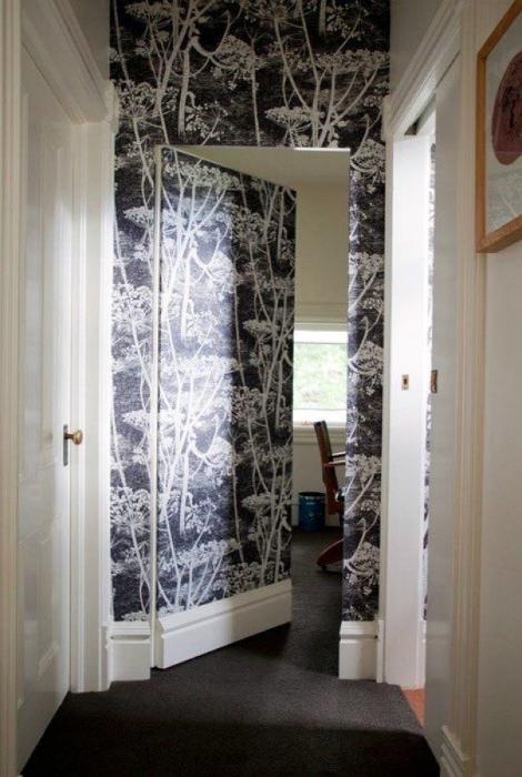 Декор дверного проема и двери.