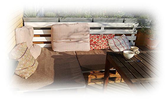 Скамейки и диваны на террасе