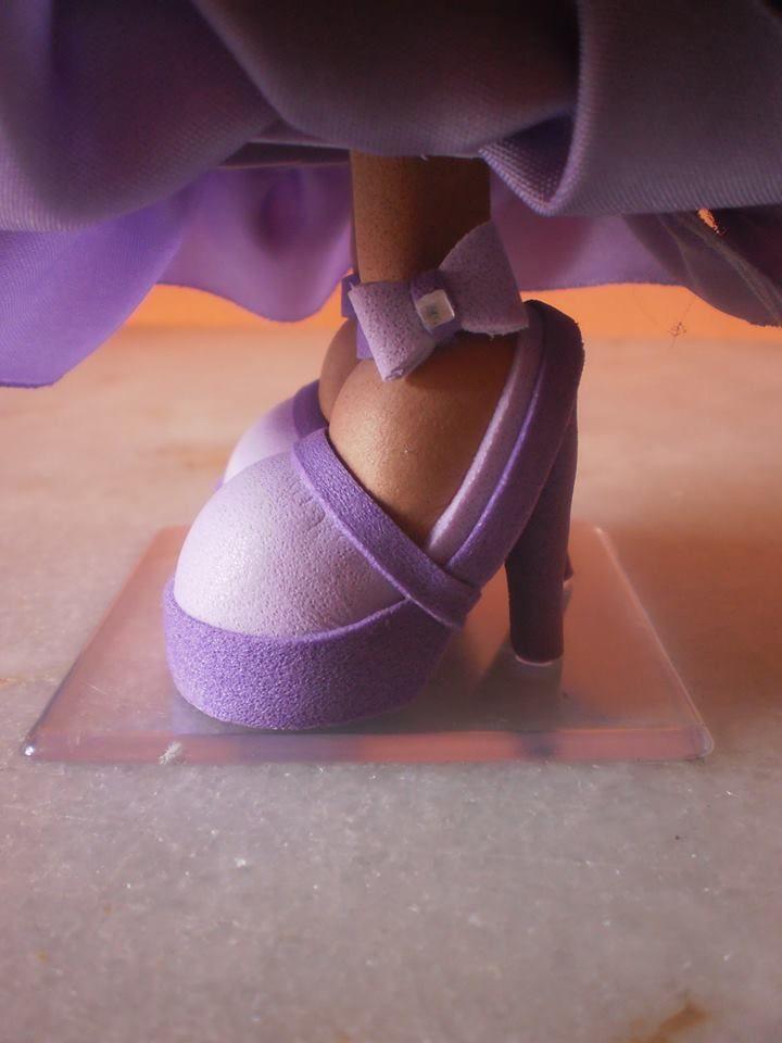 Можно даже для куклы из фоамирана сделать туфли на каблучке