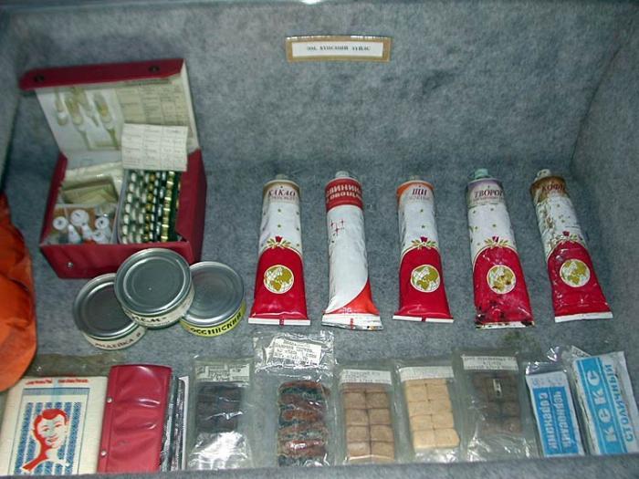 Еда в тюбиках для советских космонавтов (14 фото)