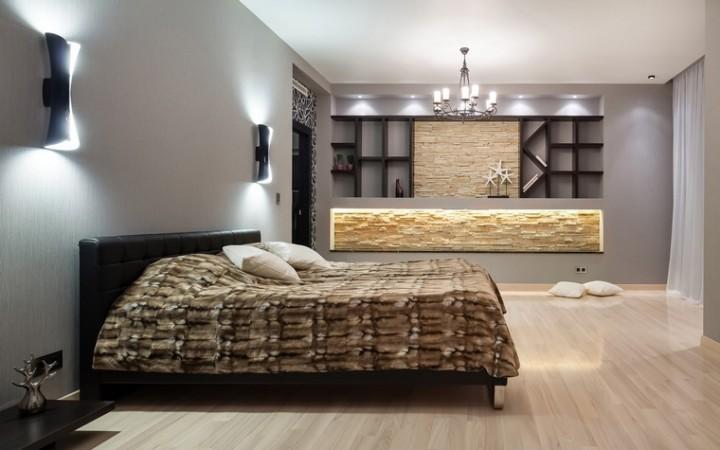 <p>Автор проекта: Сергей Тихомиров.</p> <p>Здесь ниша в спальной комнате тоже имеет эффектную подсветку. К тому же она еще является и местом для хранения.</p>