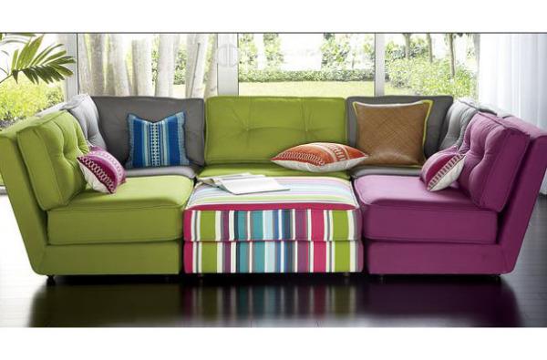 Разноцветные кресла без подлокотников