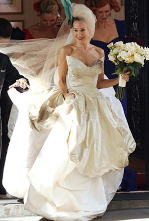 Фото №14 - 16 самых известных, красивых и дорогих свадебных платьев за всю историю