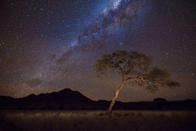 Природный заповедник NamibRand на юге Намибии входит в число заповедных зон, в которых уровень ночного освещения контролируется Международной ассоциацией темного неба. Ближайшее поселение находится примерно в 97 км, благодаря чему в ночное время посетители заповедника могут видеть звезды без помех от светового загрязнения.