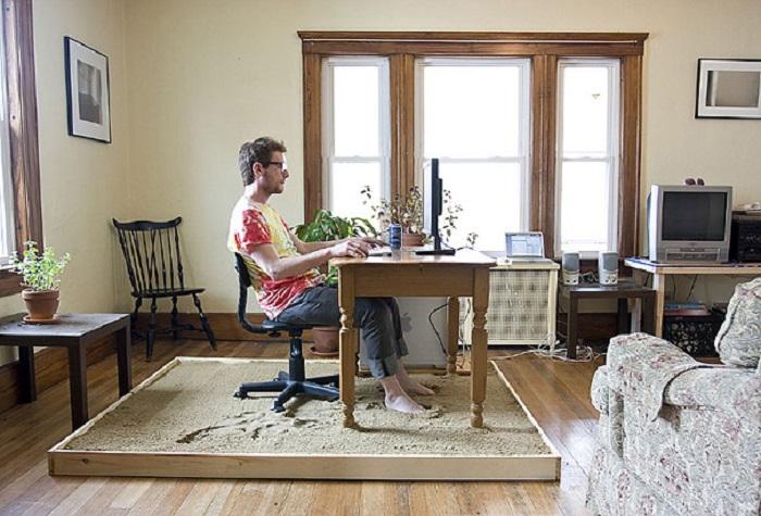 Если вы работаете удаленно от работы, то это отличный вариант для тех, кто не привык к офисному дресс - коду и обуви.
