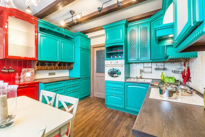 кухонный гарнитур двух ярких оттенков