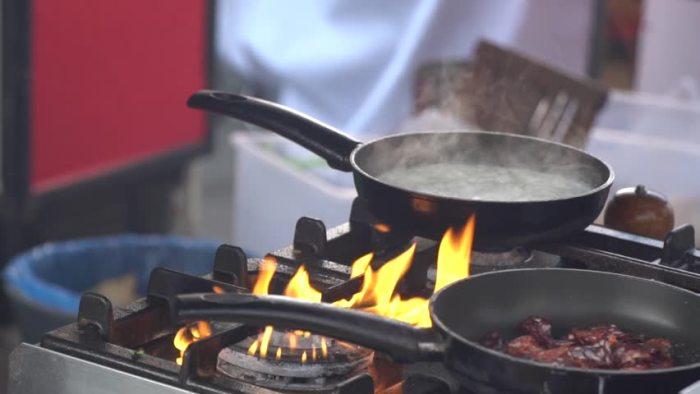 Сильный огонь – не для чеснока. /Фото: ak5.picdn.net
