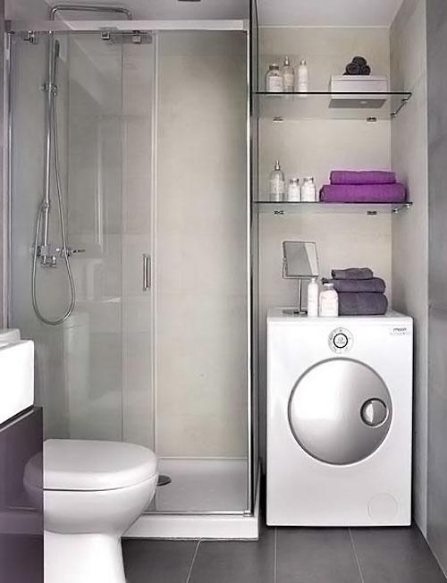 Стиральная машина в ванной с душевой