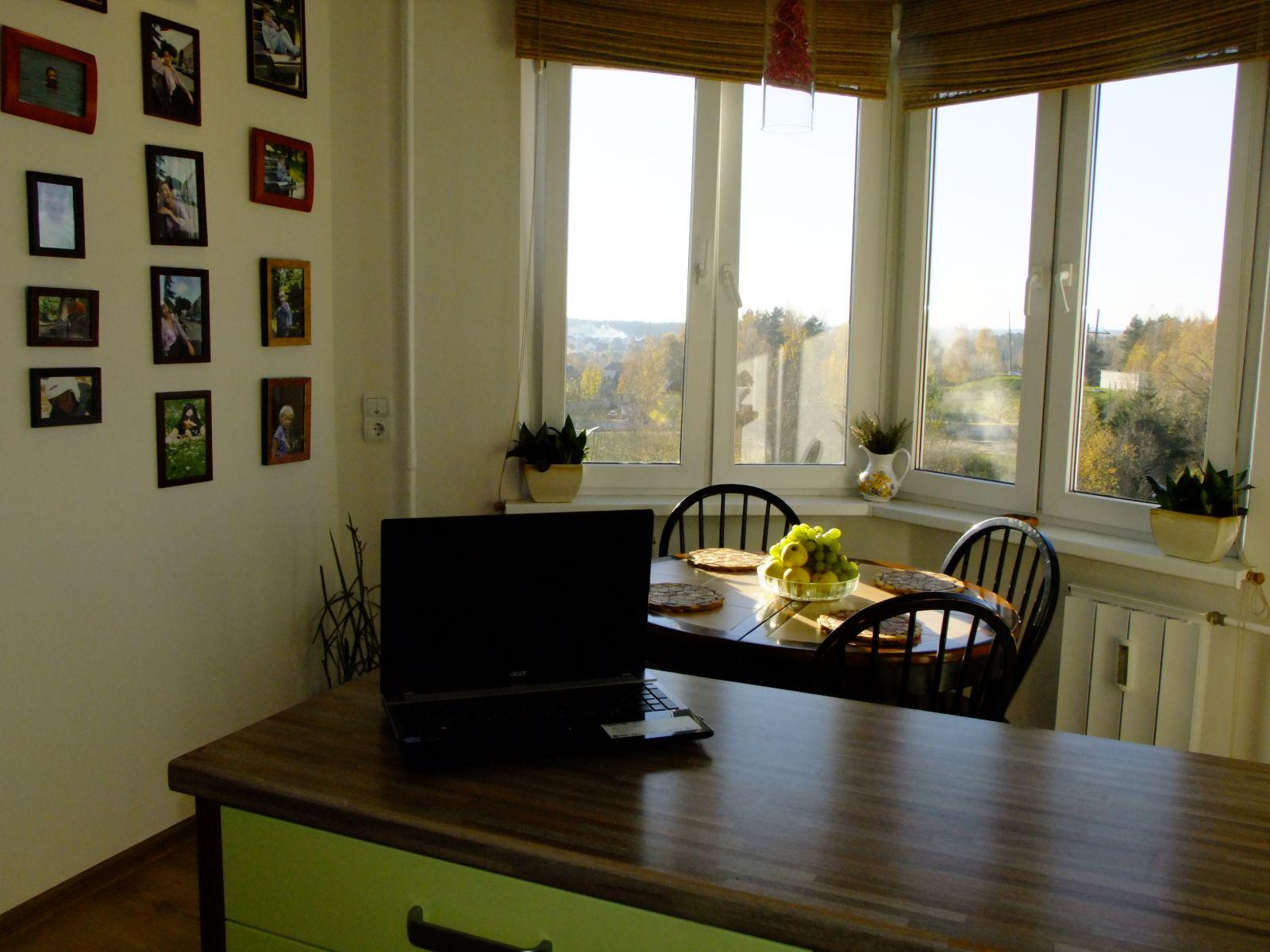 Кухня 12 кв.м. с эркером и выделенной обеденной зоной (8 фот.