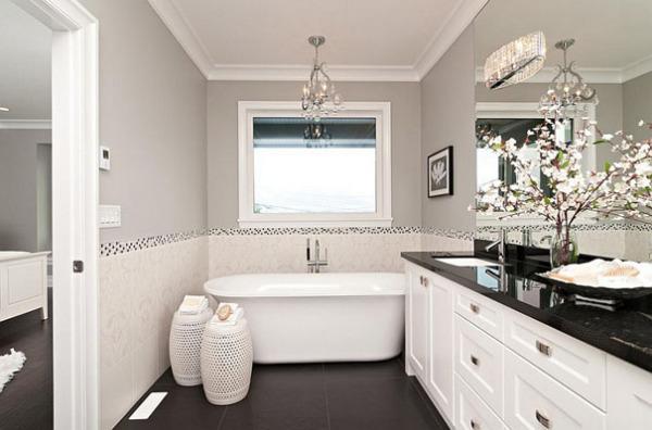 Серые тона в чёрно-белой ванной от Positive Space Staging + Design