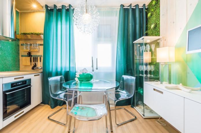 кухня с бирюзовыми шторами в пол