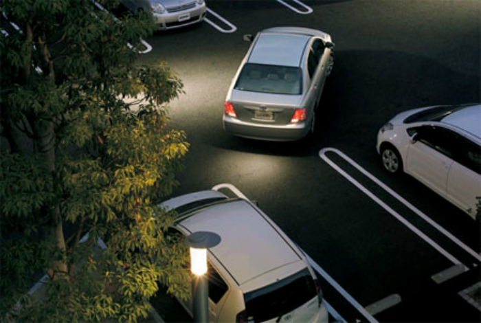 Парковка на узкой стоянке.