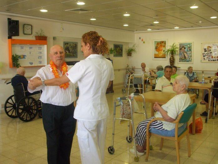 Зарплата в доме престарелых израиля дом пожилых людей в киеве
