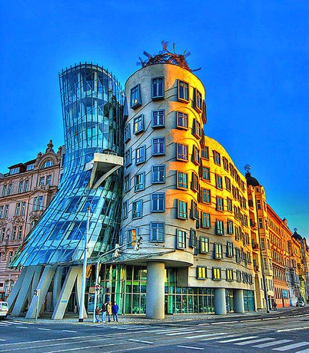 Танцующий дом — офисное здание, Прага, Чехия