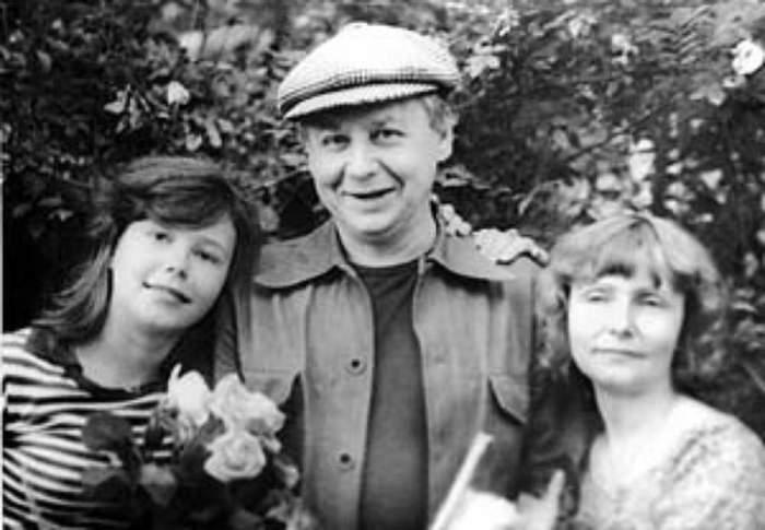 Первая жена и дочь Александра.