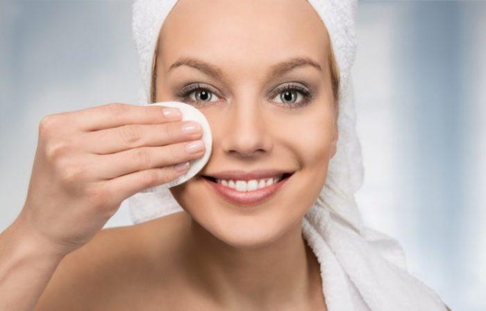 Как снять макияж при помощи подсолнечного масла.